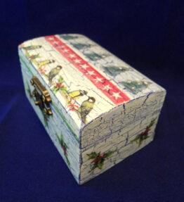 Cutie de bijuterii decorata cu braduti