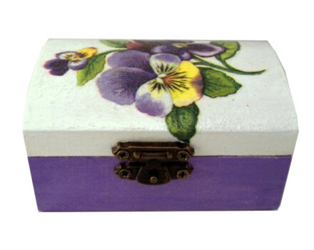 cutie-mica-de-bijuterii-cu-panselute-lila-1-600x600