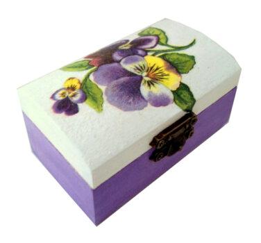 cutie-mica-de-bijuterii-cu-panselute-lila1-1-600x600